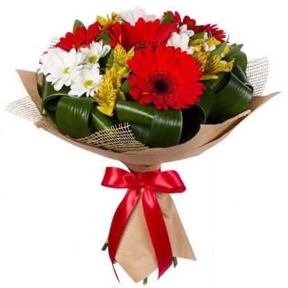 Букеты цветов герберы и хризантемы фото