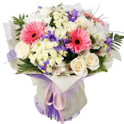 Букет цветов из гербер и хризантем фото